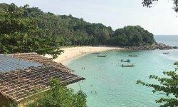Платный пляж Фридом Пхукет – обитель спокойствия вблизи тусовок.