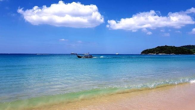 Мелкий песок и чистая вода
