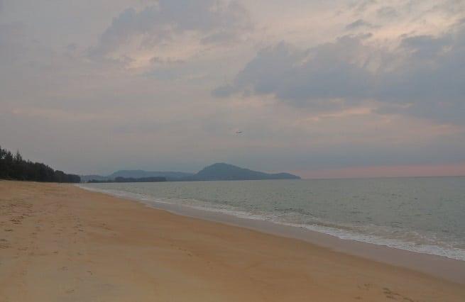 Пляж в спокойную погоду