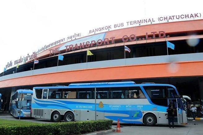 У автобусного терминала