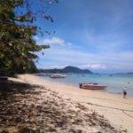 Пляж издалека