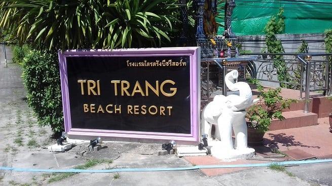 Табличка перед гостиницей