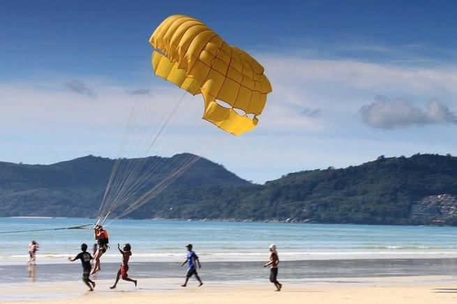 На парашюте