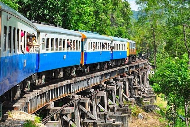 На поезде