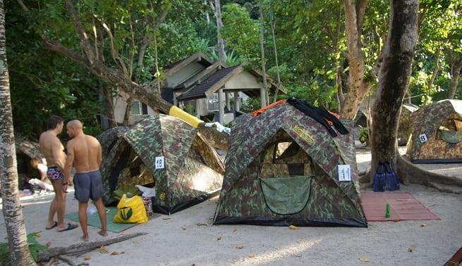 Около палаток