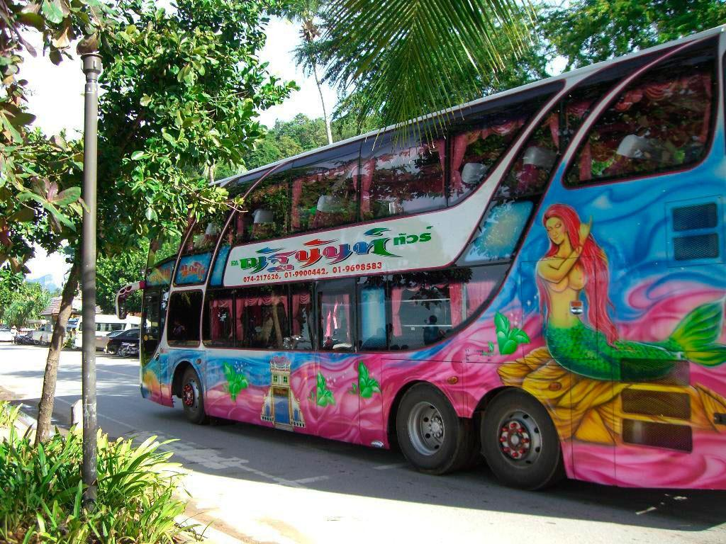 Автобус в движении