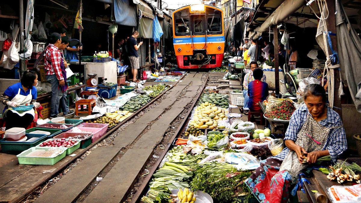 Рынок на путях