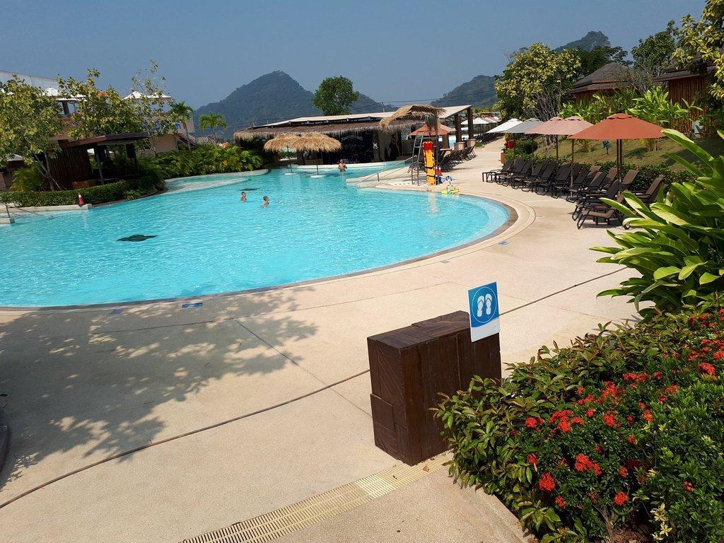 Перед бассейном