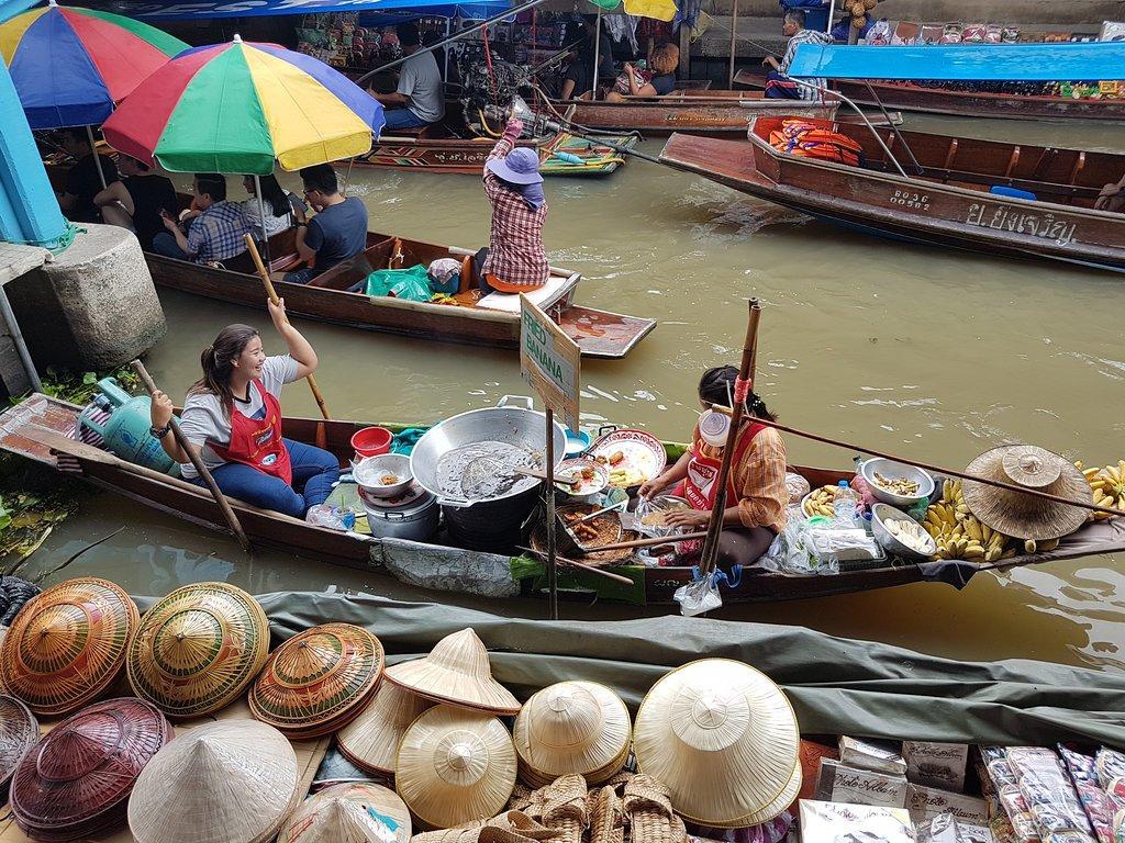Рынок на лодке