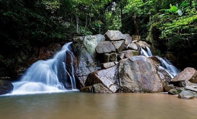 Порой водопад поражает