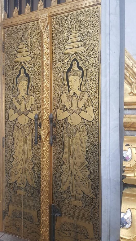 Орнамент на дверях