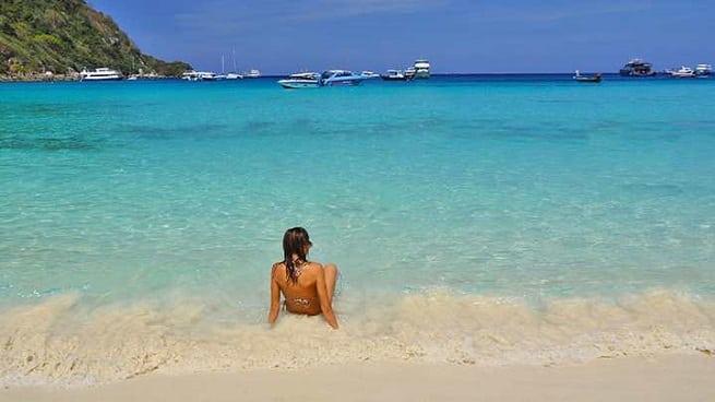 На песке так приятно лежать