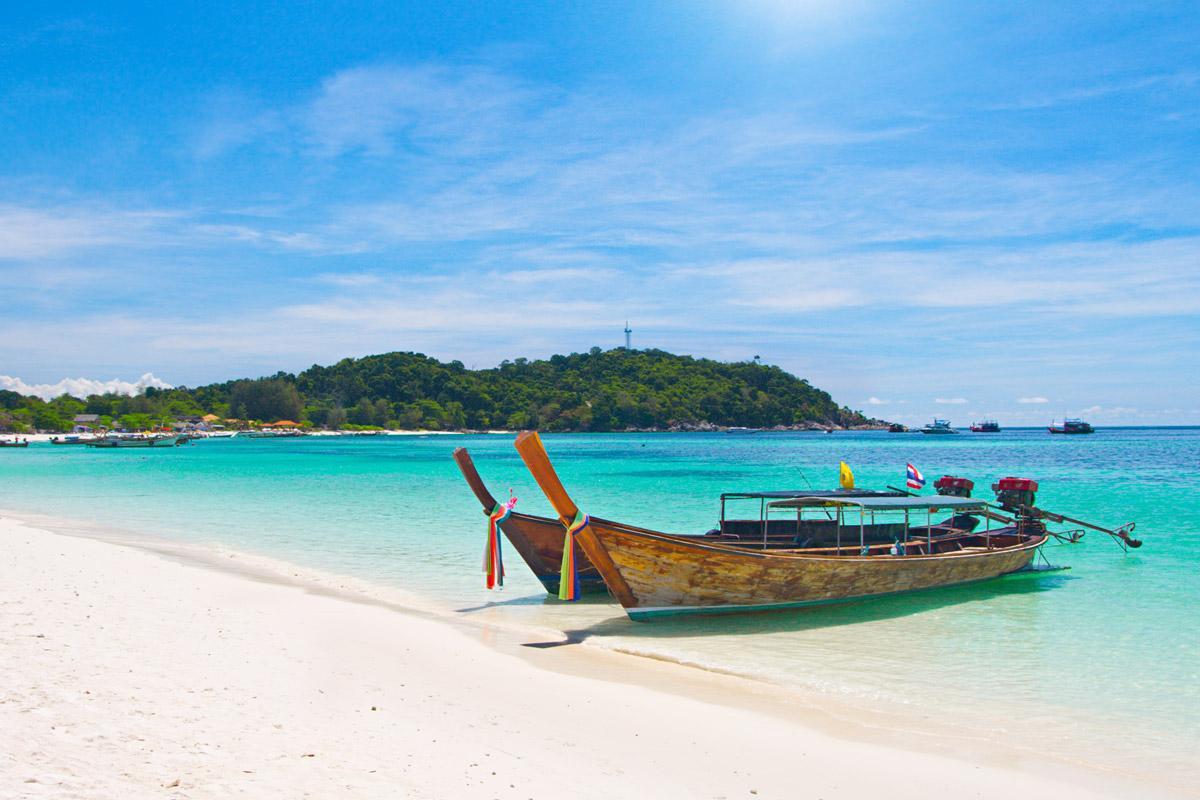 На пляжах изумрудного острова