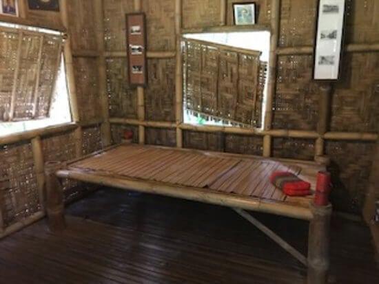 Внуитри тайской избушки