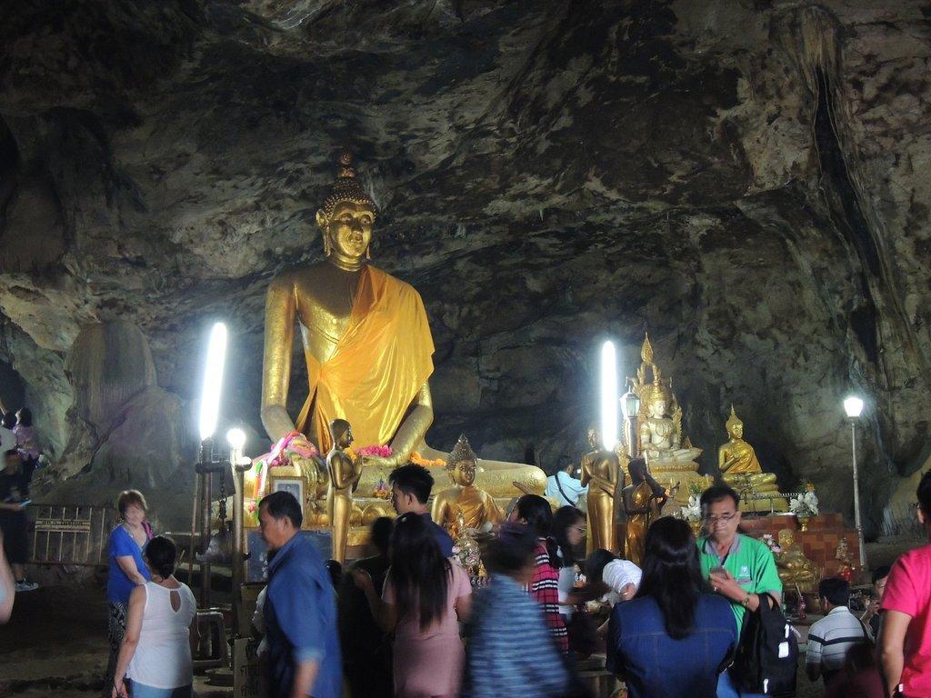 Будда в храме