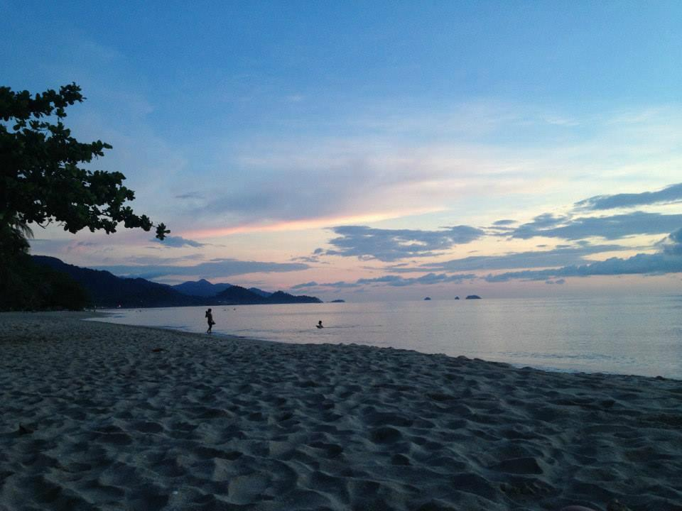 Вид на вечерний пляж