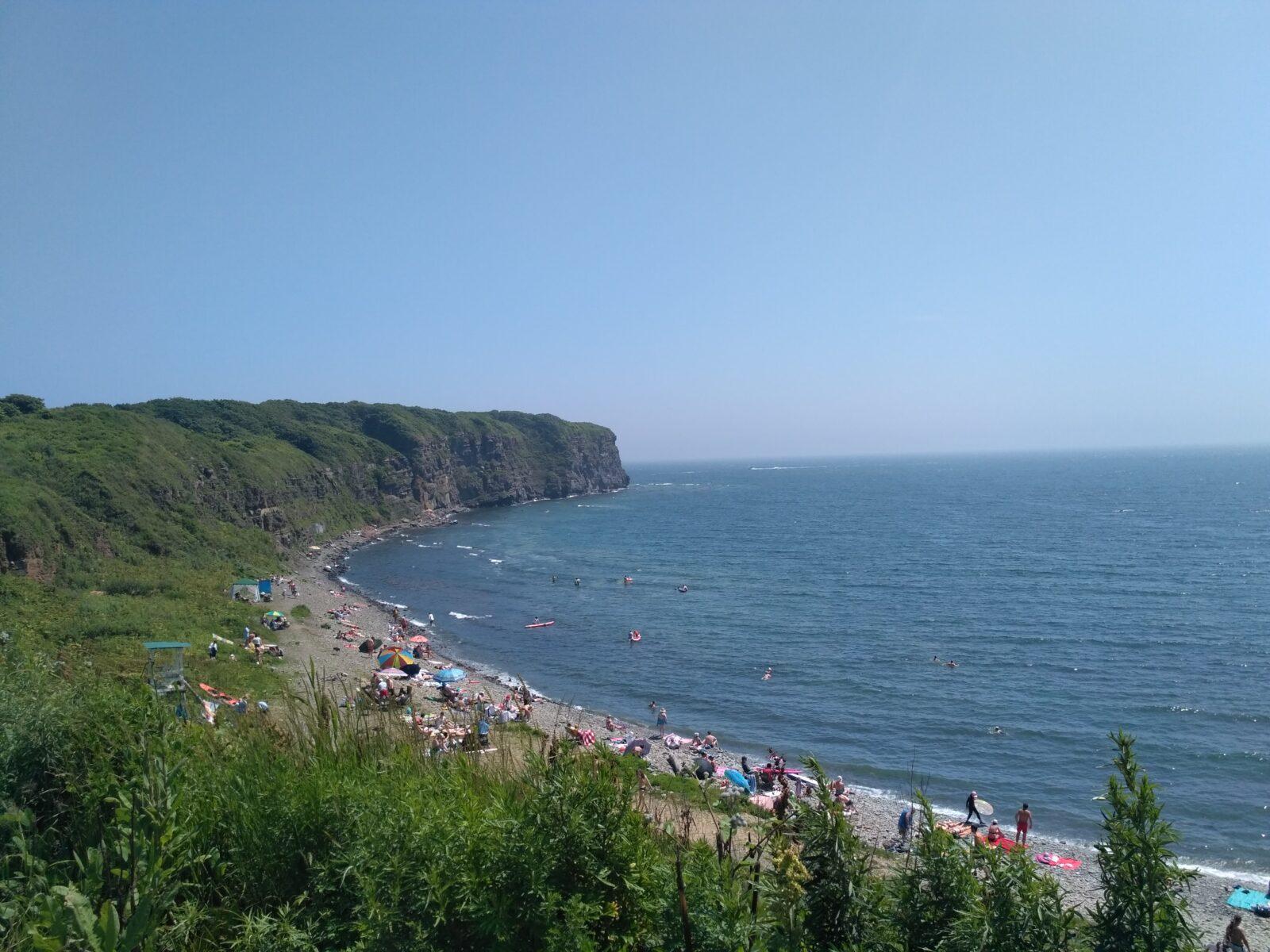 Вид на противоположную сторону пляжа