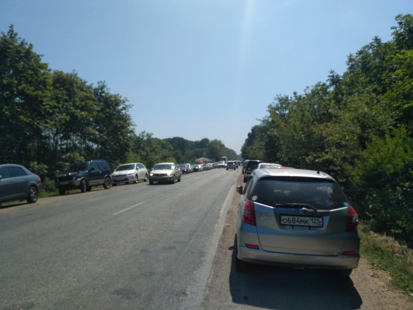 Парковка вдоль шоссе