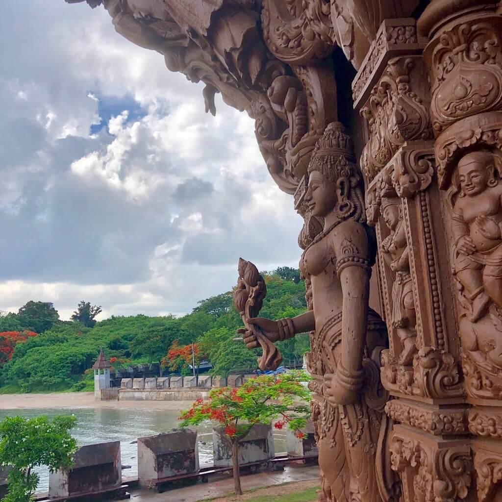 Вид из храма на реку