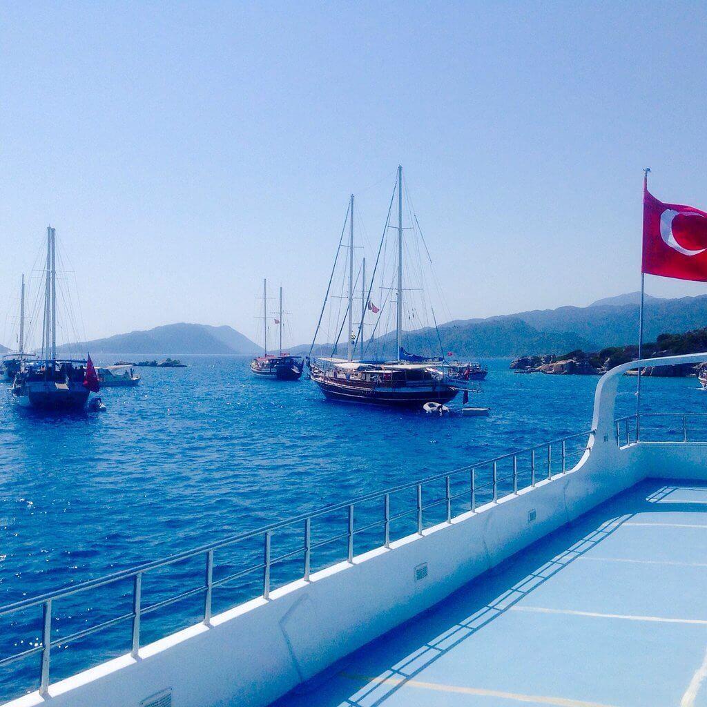 Турецкий флаг на яхте