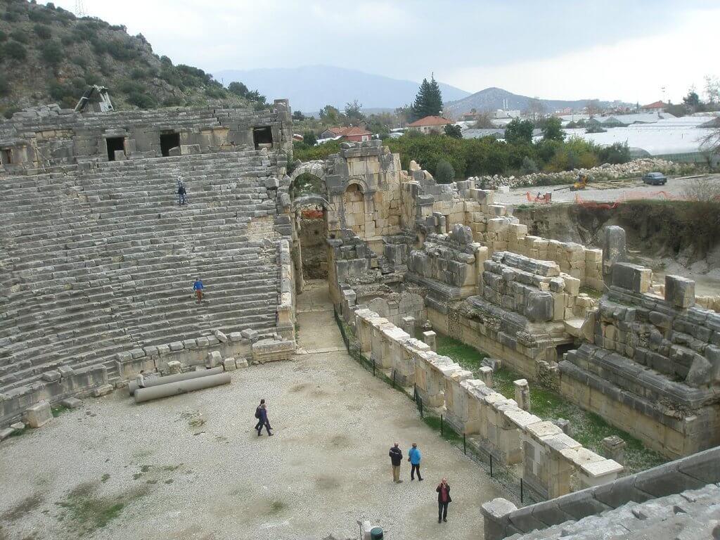 Амфитеатр издалека