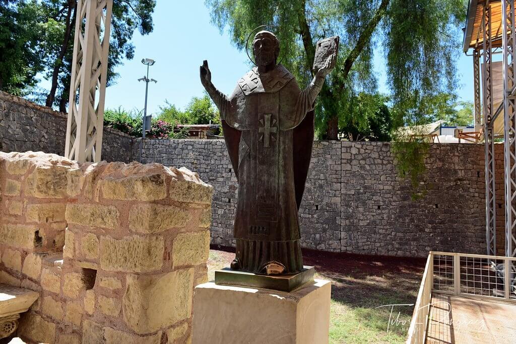 Статуя святого Николая