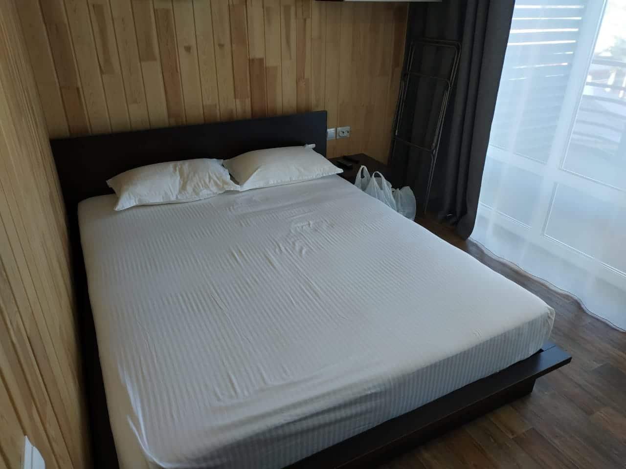 Огромная кровать