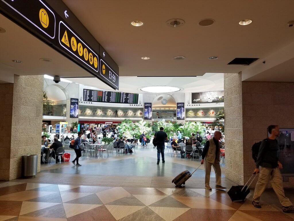 Внутри аэропорта