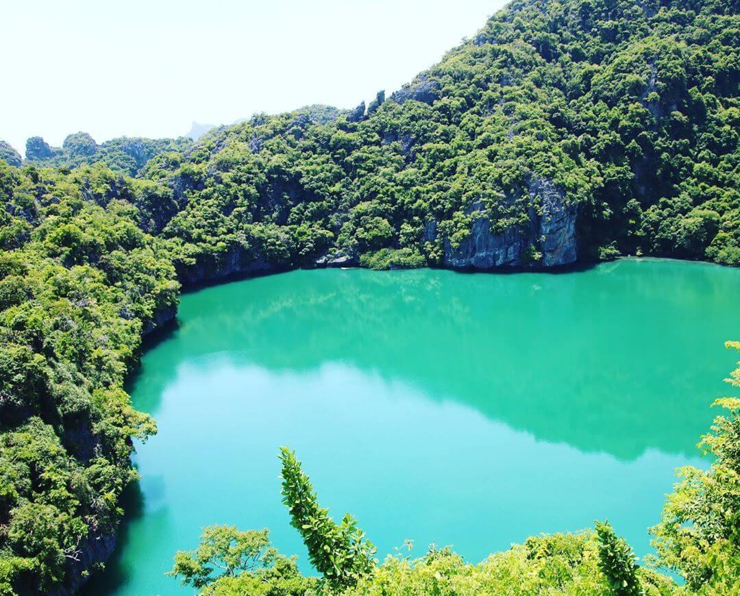 Озеро на острове