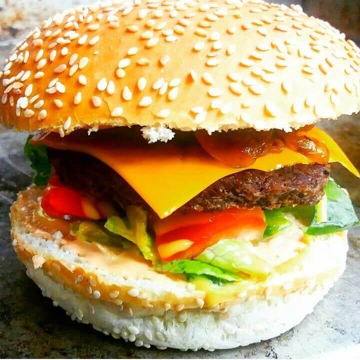 чизбургер с мягкой булкой