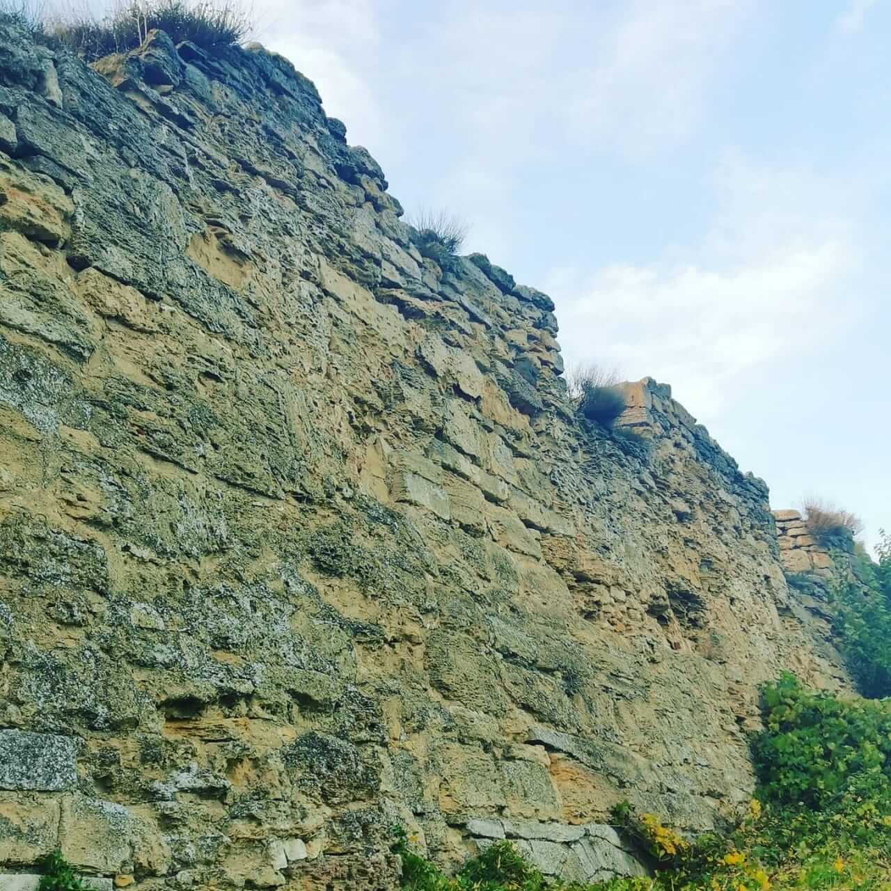 Стена за крепостью
