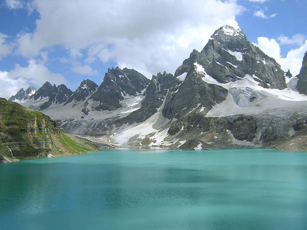 Озеро у гор