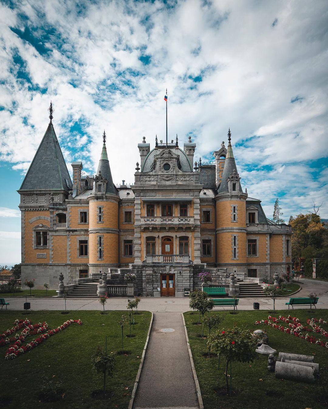 Массандровский дворец вблизи