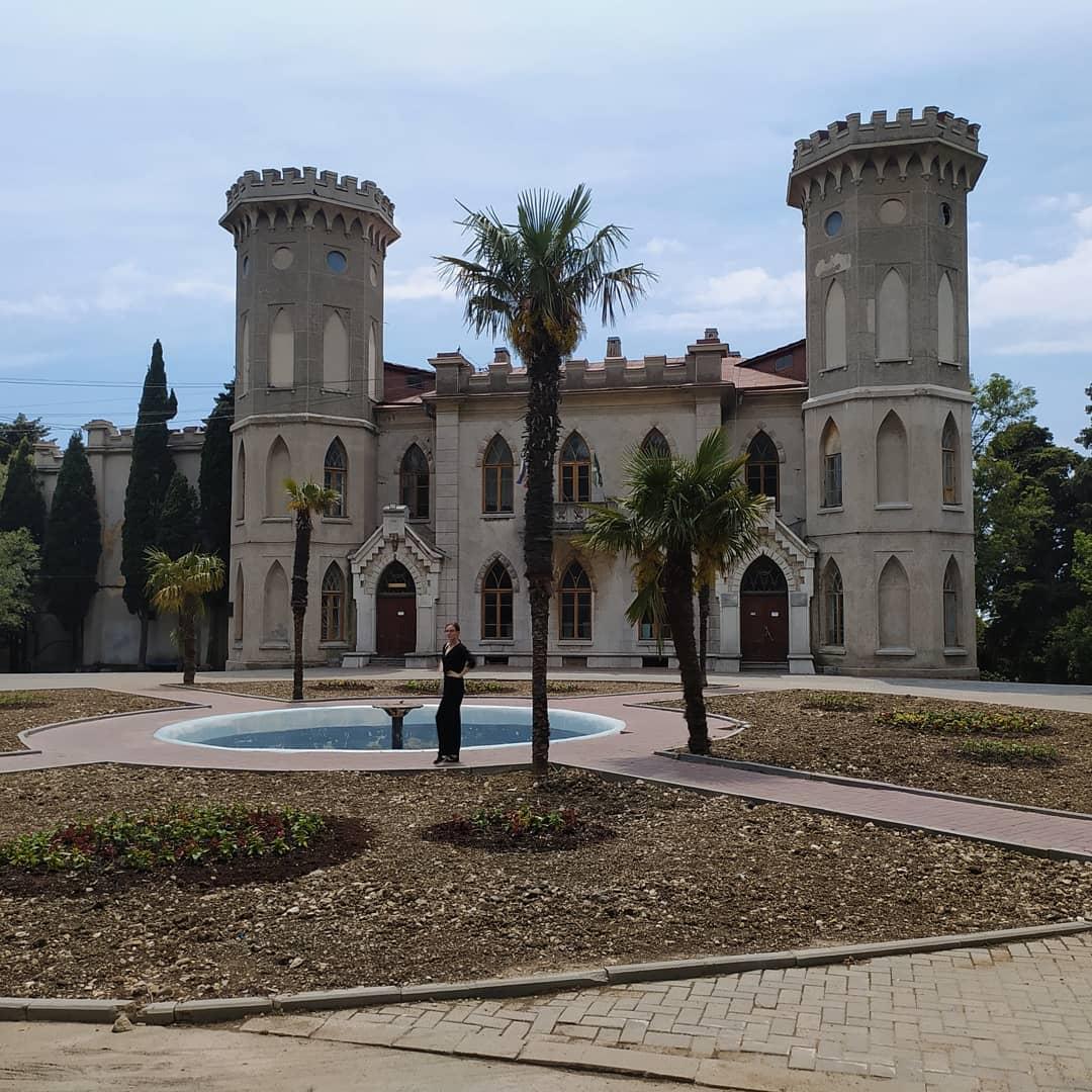 Пальмы у дворца