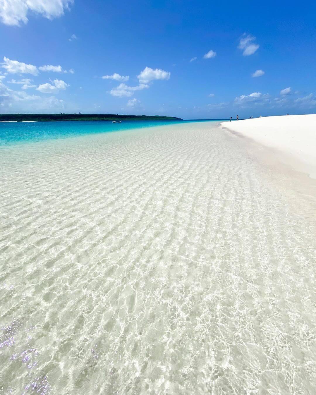 Белоснежный песок