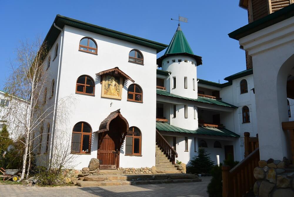 Церковь Саровского