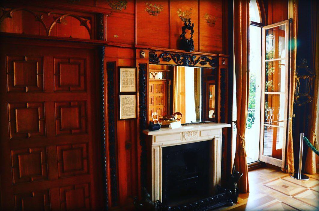 Комод во дворце