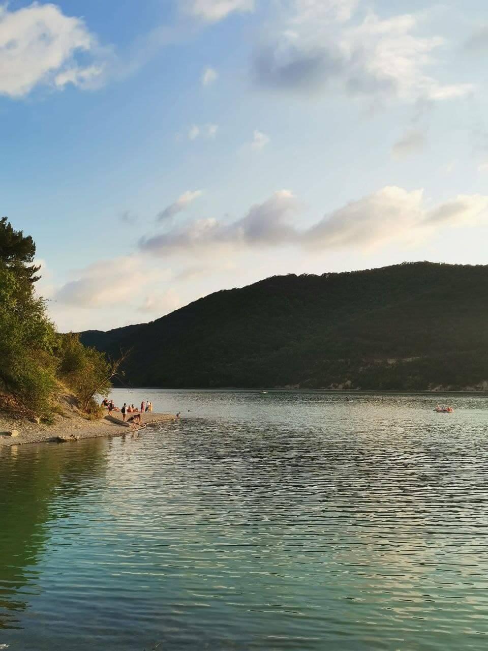 Озеро вблизи