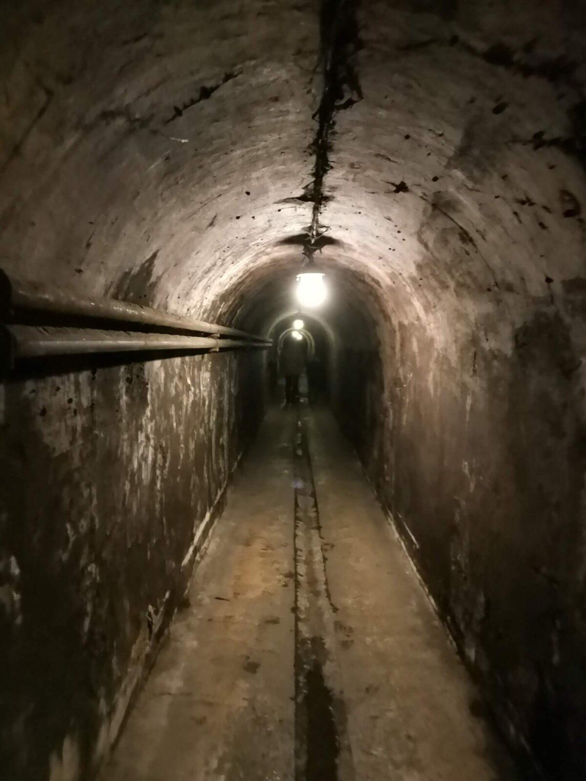 В тоннелях