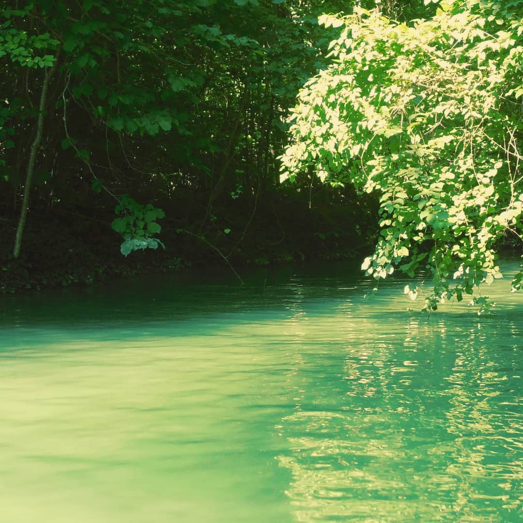 Река бывает глубокой