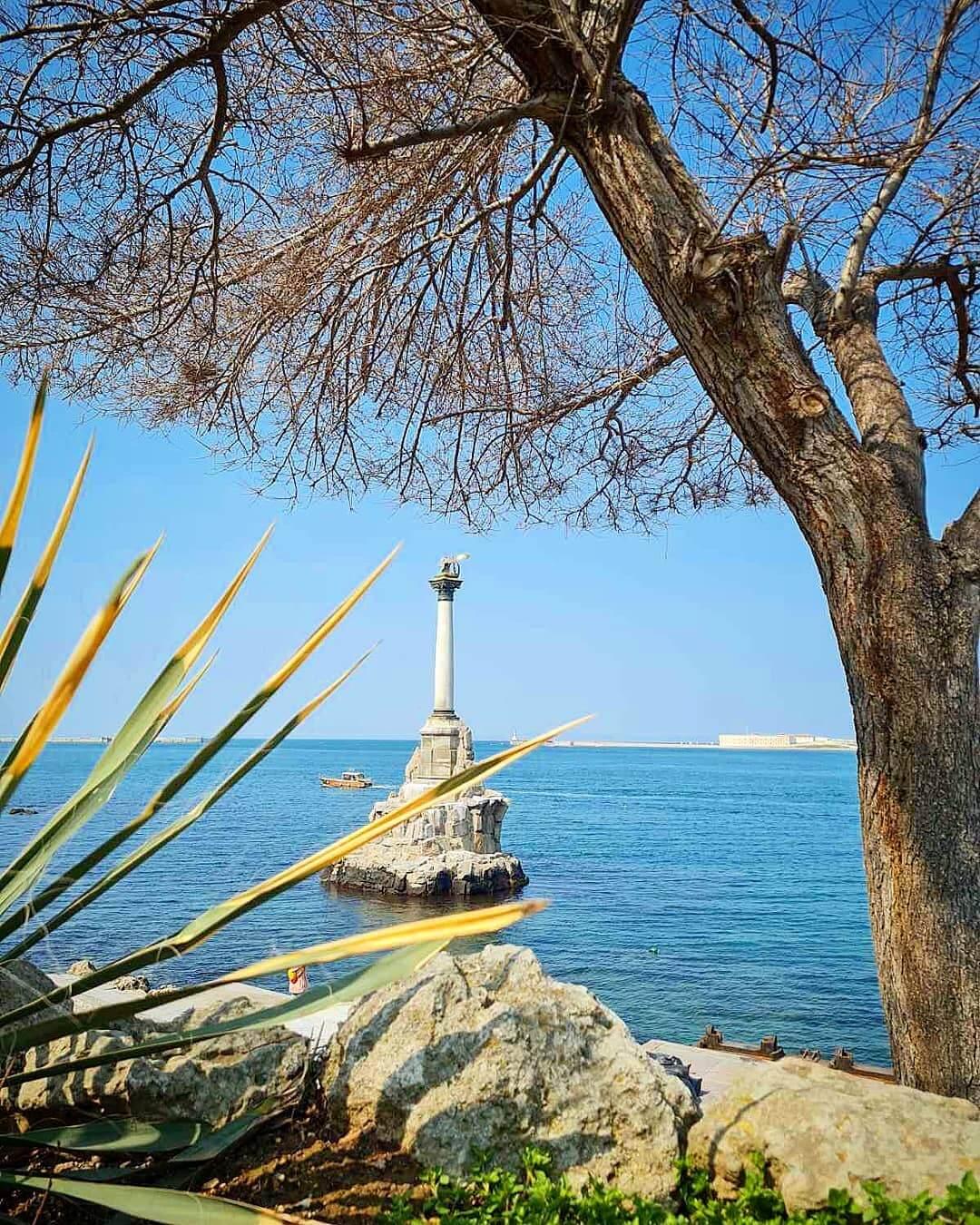 Памятник кораблям