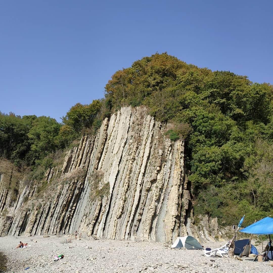 Скала у моря