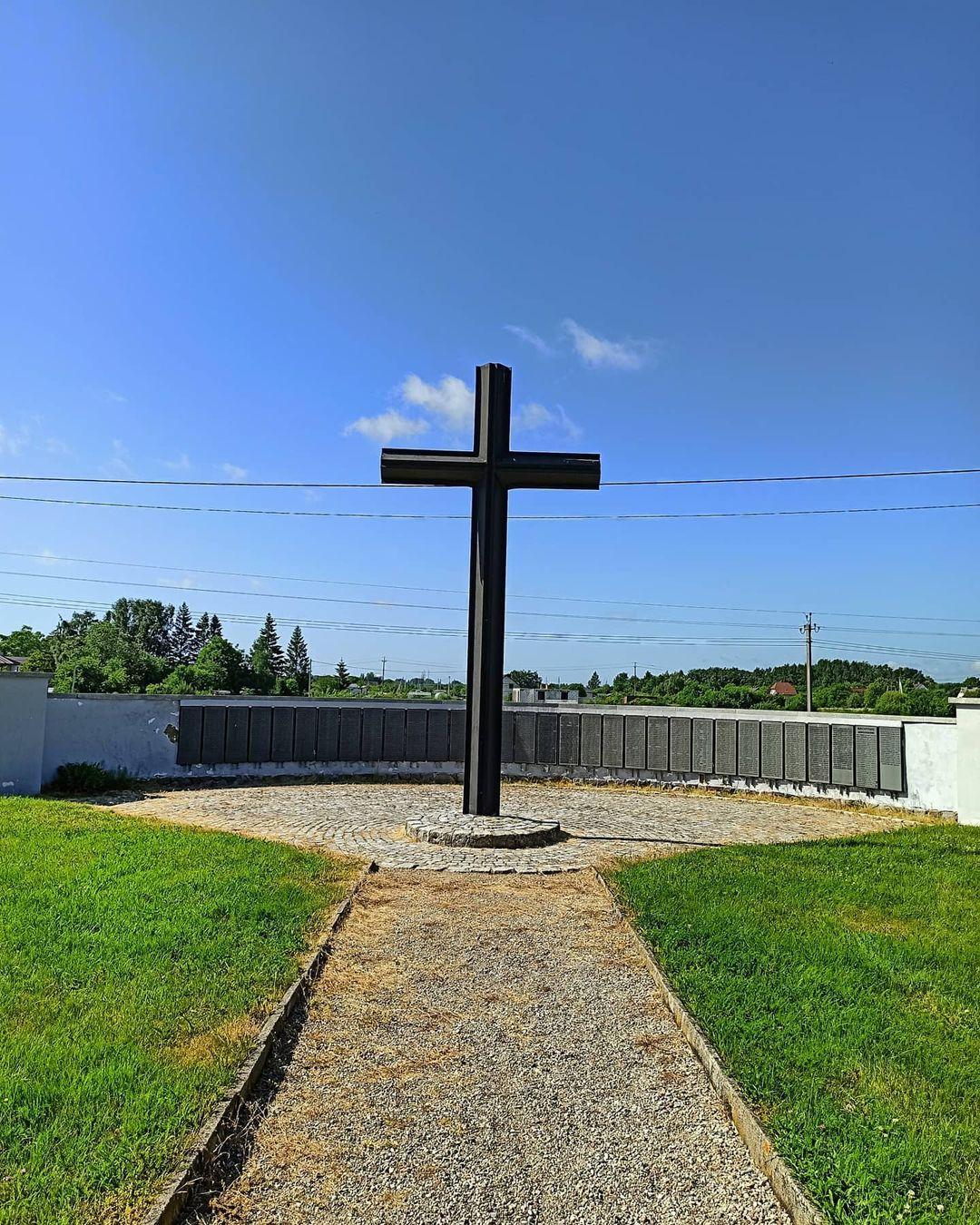 Крест на площади