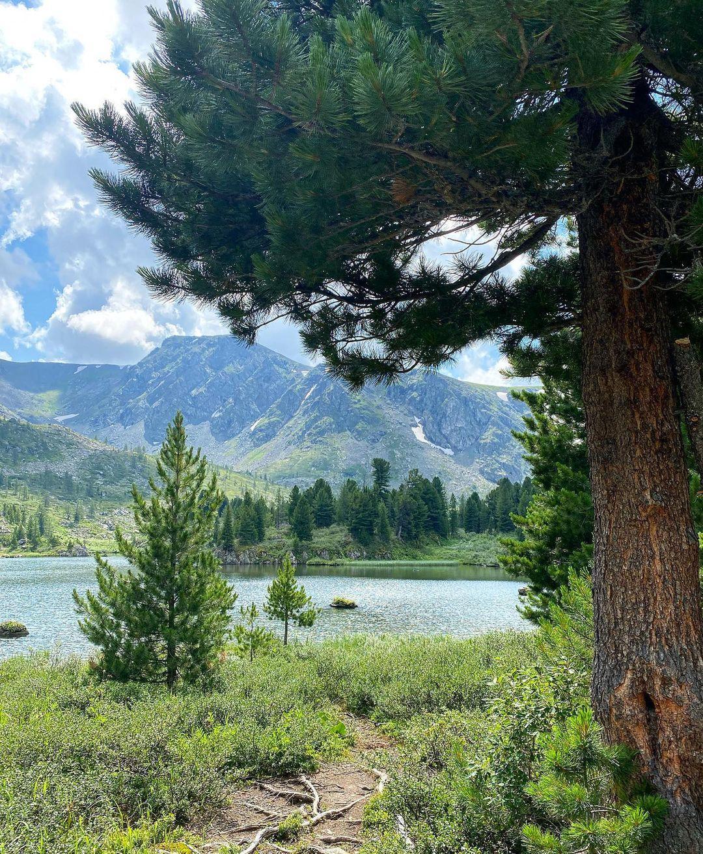 Вид на озеро сбоку